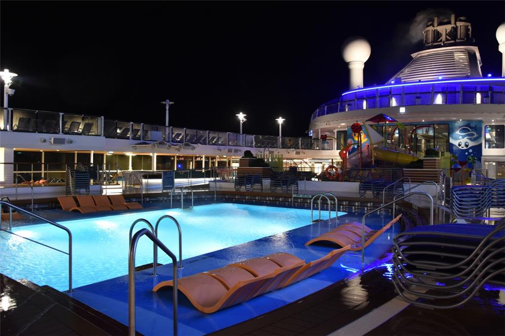 Das Pool-Deck.