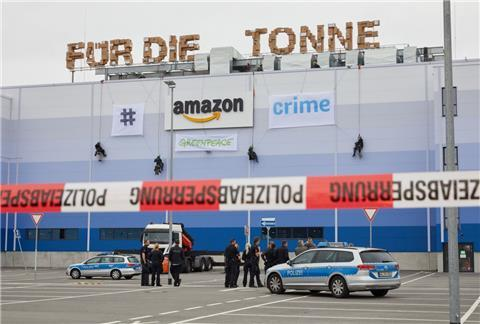 Greenpeace-Aktivisten haben Amazon in Winsen (Luhe) im Visier.