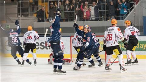 Ice hockey Eishockey - DEL, RB Muenchen vs Bremerhaven MUNICH,GERMANY,07.MAR.17 - ICE HOCKEY - DEL, Deutsche Eishockey Liga, play off quarterfinal, EHC Red Bull Muenchen vs Fischtown Pinguins Bremerhaven. Image shows the rejoicing of RB Muenchen with Jerome Flaake (RB Muenchen) PUBLICATIONxINxGERxHUNxONLY GEPAxpictures/xMarkusxFischer  Ice Hockey Ice hockey DEL RB Munich vs Bremerhaven Munich Germany 07 Mar 17 Ice Hockey DEL German Ice hockey League Play Off Quarter finals EHC Red Bull Munich vs Fish Town Penguin Bremerhaven Image Shows The rejoicing of RB Munich with Jerome Flaake RB Munich PUBLICATIONxINxGERxHUNxONLY GEPAxpictures