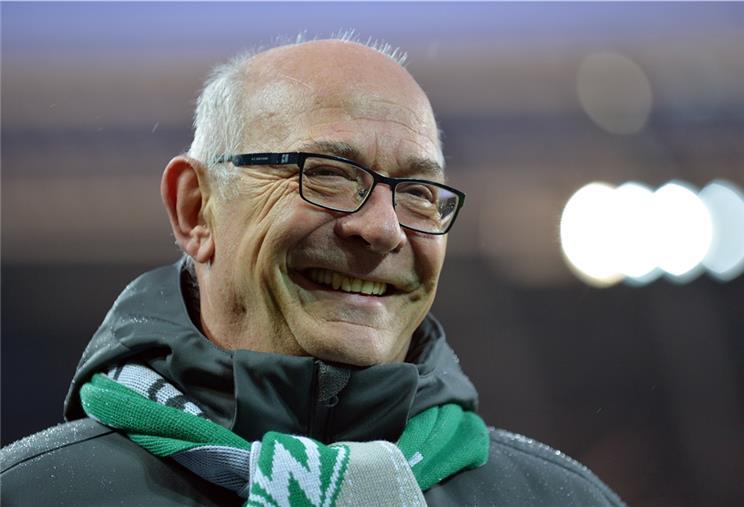 Ehrenprasident Fischer Kritisiert Werder Fuhrung